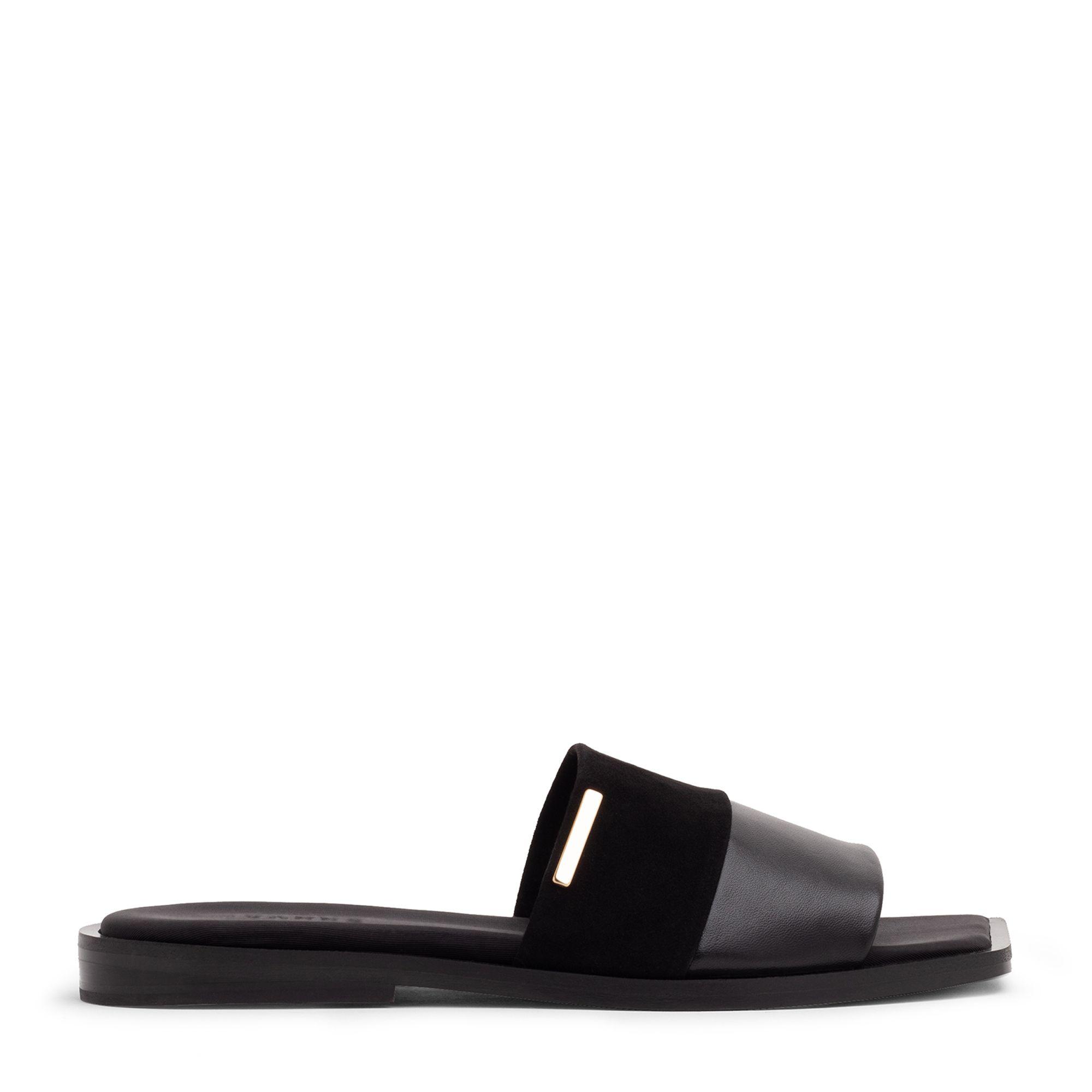 Comas sandals